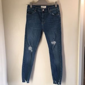 We The Free High Rise Distressed Jeans S 27